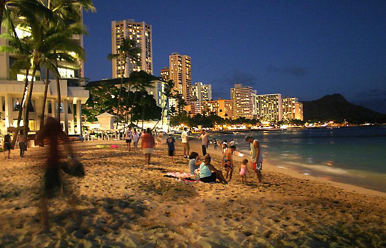 На Гавайских островах, пляж Вайкики(Waikiki-Beach)