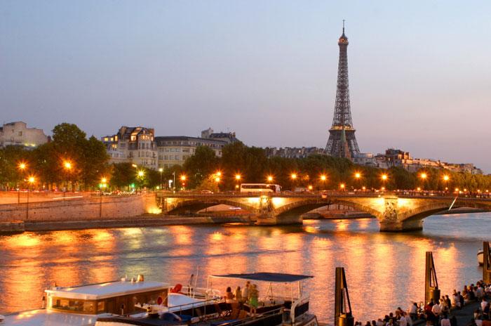 Отдых на реке Сене Франция Париж