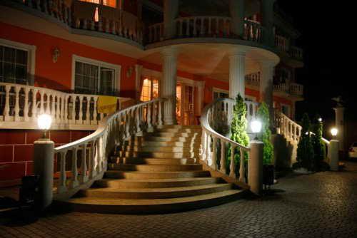 Ночной вид частного отеля