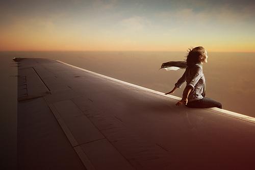 Как переносить длительный перелет в самолете?