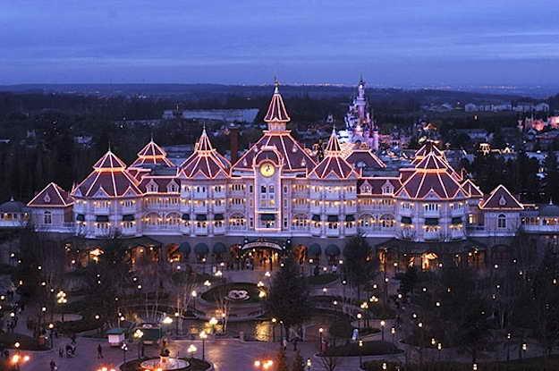 Диснейленд Отель в Парижском парке развлечений