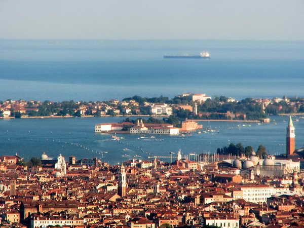 Вид на Венецию из самолета
