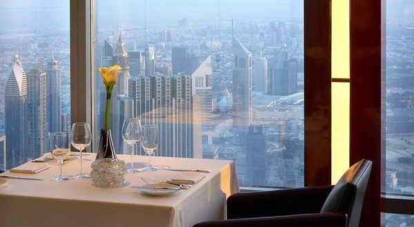 Дубай Бурдж-Халифа ресторан Атмосфера