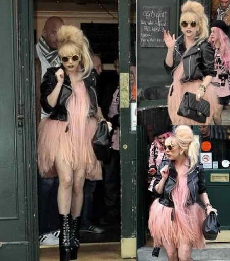 Леди Гага с клатчем Channel 2 55