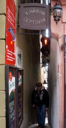 Прага, самая узкая улица