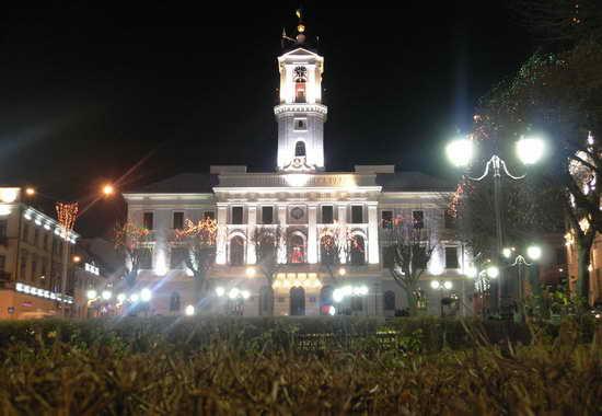 черновицкая Ратушацентральная площадь