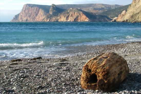 Крым галечный пляж